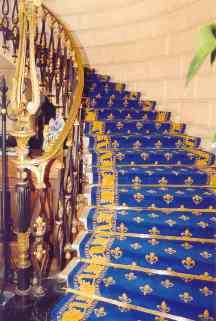 tapis_d_escalier_motif_fleur_de_lys_tissage_sur_mesure_en_137cm_de_large_1_s