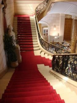 tapis_rouge_protocolaire_SANS_bordures_moquette_rouge_protocole_escalie_1m20_m